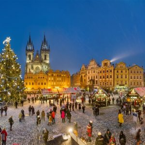 Christmas_market_prague_old_town_square_4